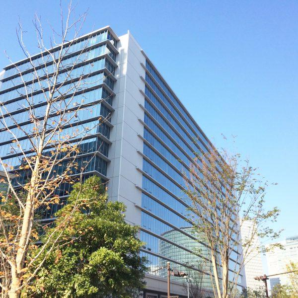 みなとみらいの高層オフィスビル街16の写真