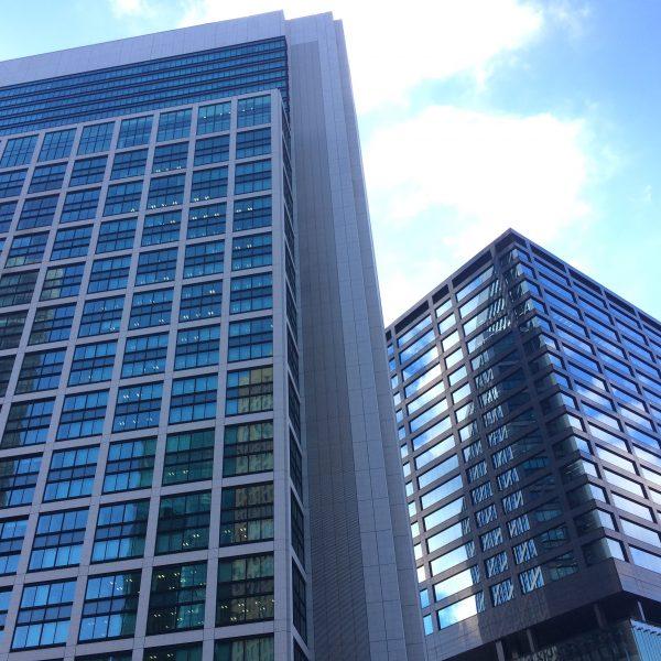 東京汐留ビルディングと汐留住友ビルの写真
