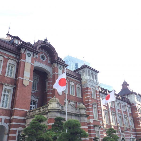 東京駅丸の内駅舎の正面の写真