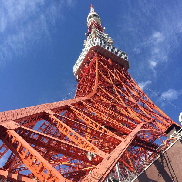 東京タワーと青空1の写真