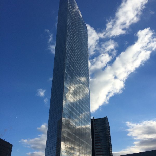 電通本社ビルの写真