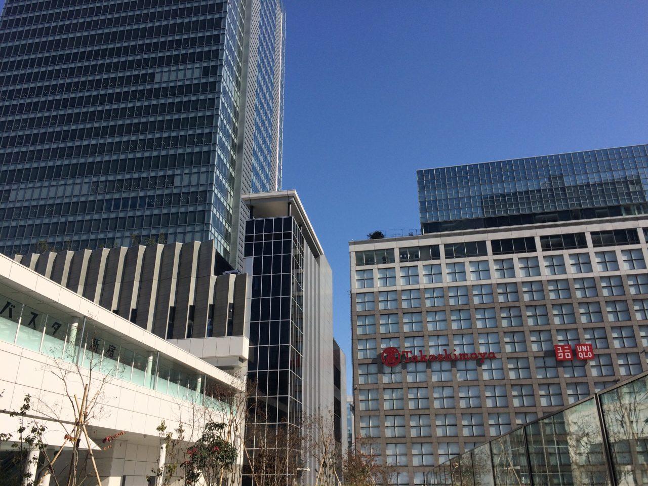新宿ミライナタワーとタカシマヤタイムズスクエア(高島屋)の写真
