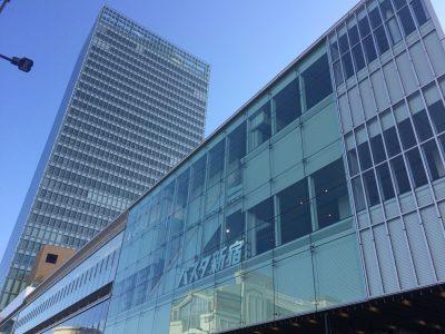バスタ新宿と新宿ミライナタワー3の写真
