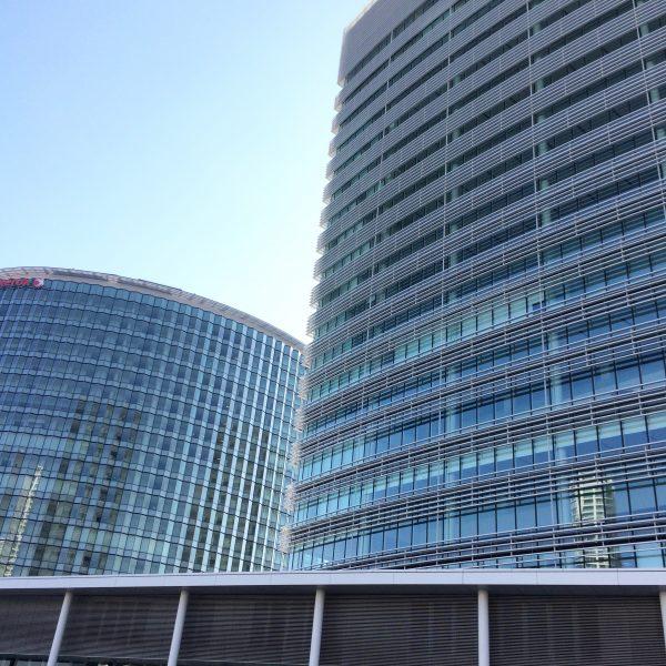 みなとみらいの高層オフィスビル街3の写真