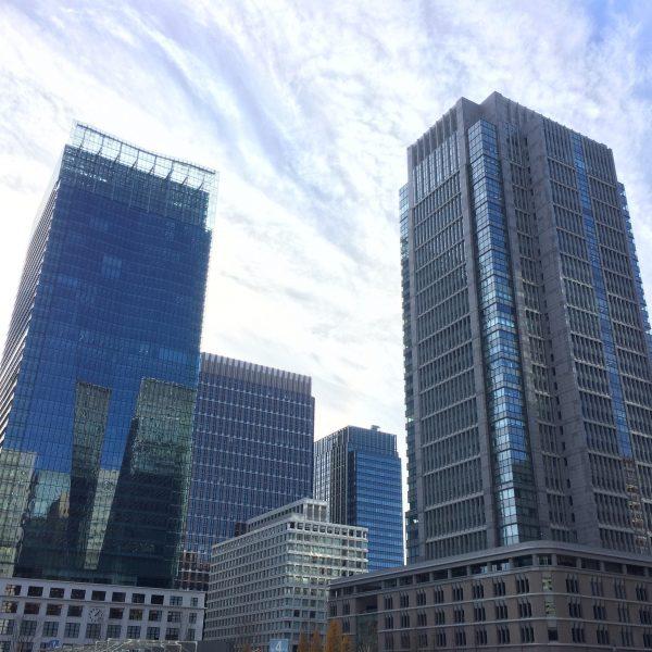 JPタワーと丸ビルの写真