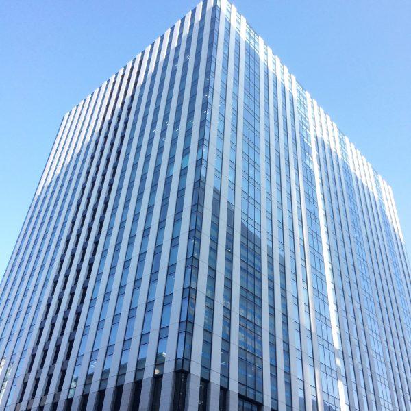 みなとみらいの高層オフィスビル街18の写真