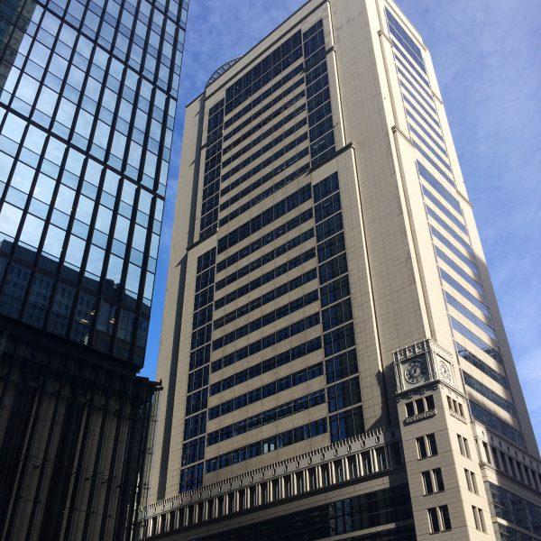 大手町の高層ビル街の写真