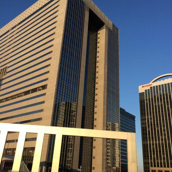 幕張新都心・海浜幕張の高層ビル街とオブジェ4の写真