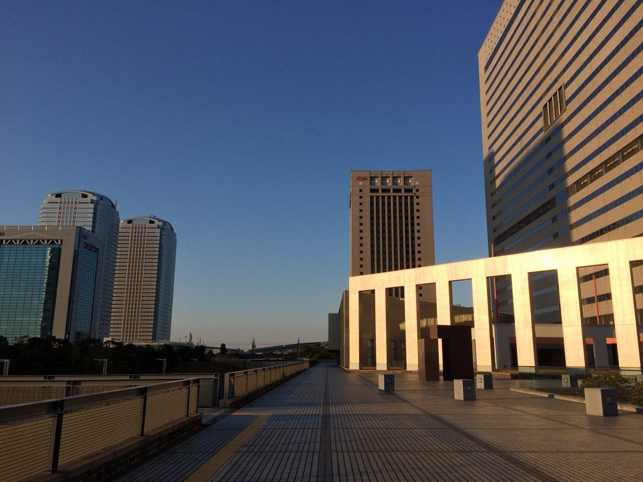 幕張新都心・海浜幕張の高層ビル街とオブジェ3の写真