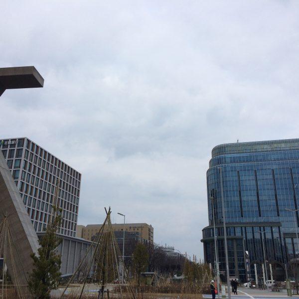 金沢駅西口の街並みの写真