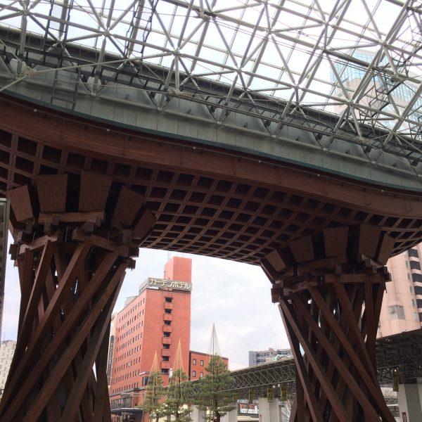 金沢駅の鼓門1の写真