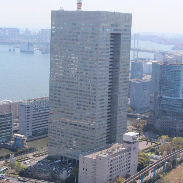 展望台から見た浜松町ビルディング(東芝本社)の写真