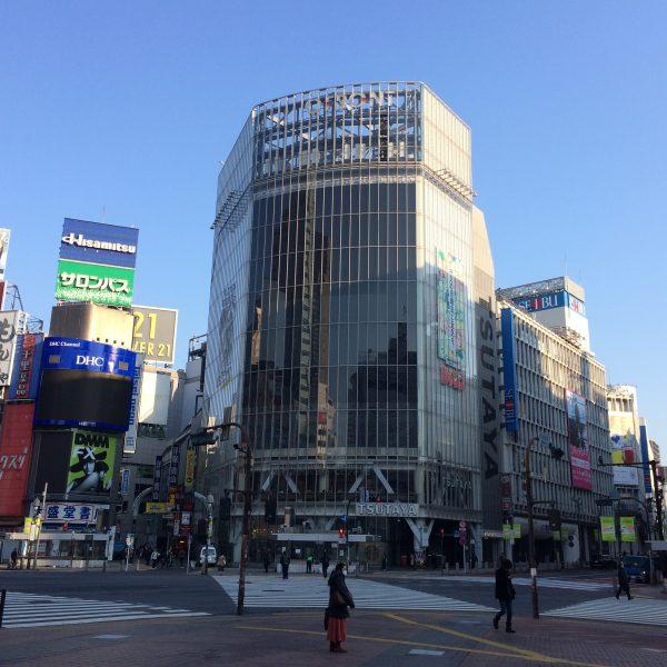 渋谷のスクランブル交差点とQFRONTの写真
