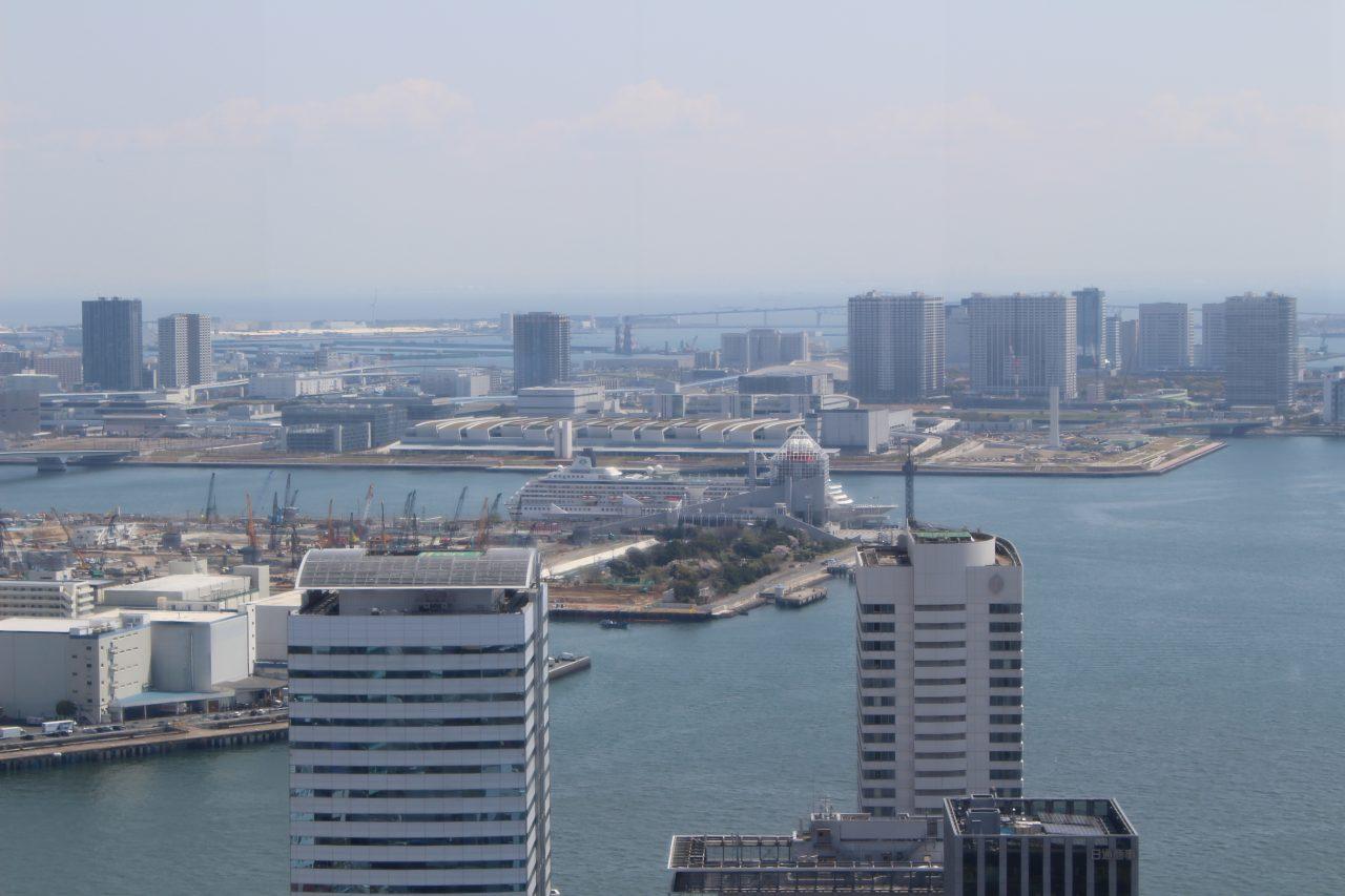 展望台から見た東京湾岸の風景の写真