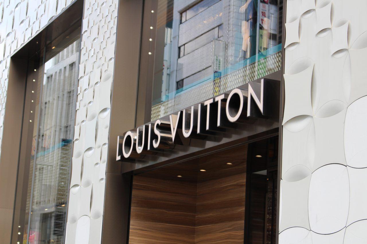 銀座のLOUIS VUITTON(ルイ・ヴィトン)の路面店の写真