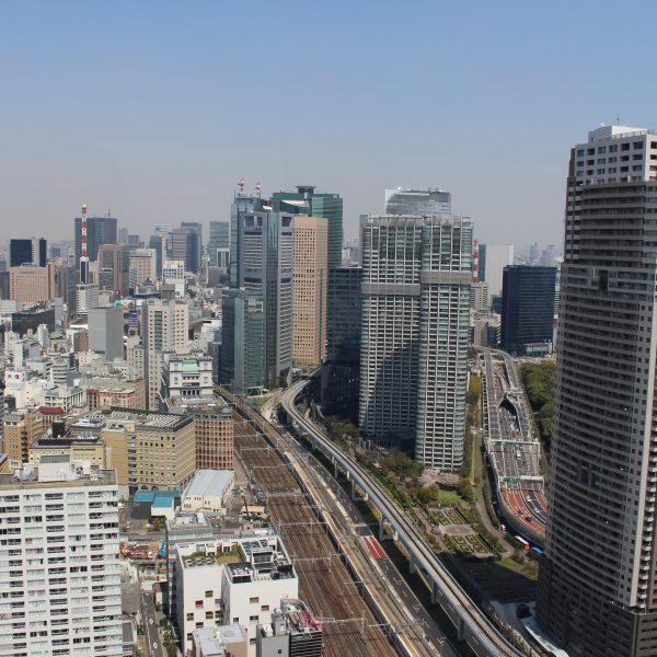 展望台からみた汐留の高層ビル群の写真