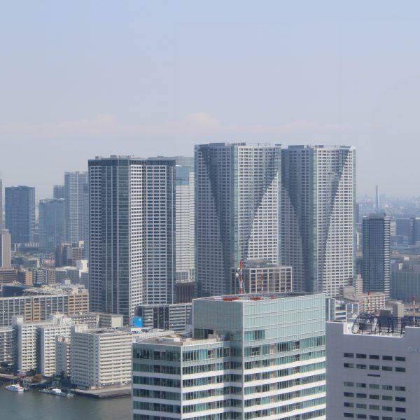 展望台から見た勝どきのタワーマンション群の写真