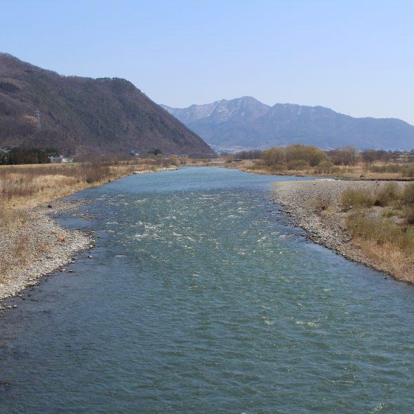 千曲川と山並み1の写真