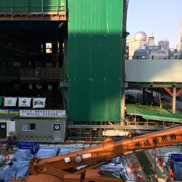 渋谷駅再開発の工事現場の写真