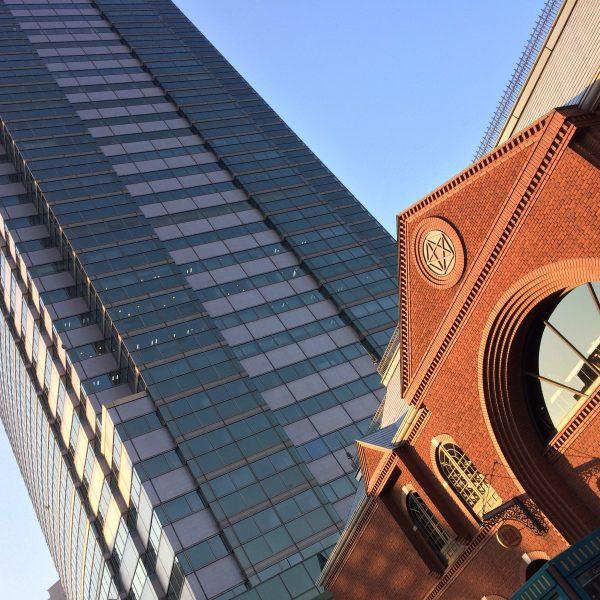 恵比寿ガーデンプレイスタワーとサッポロビヤステーションの写真