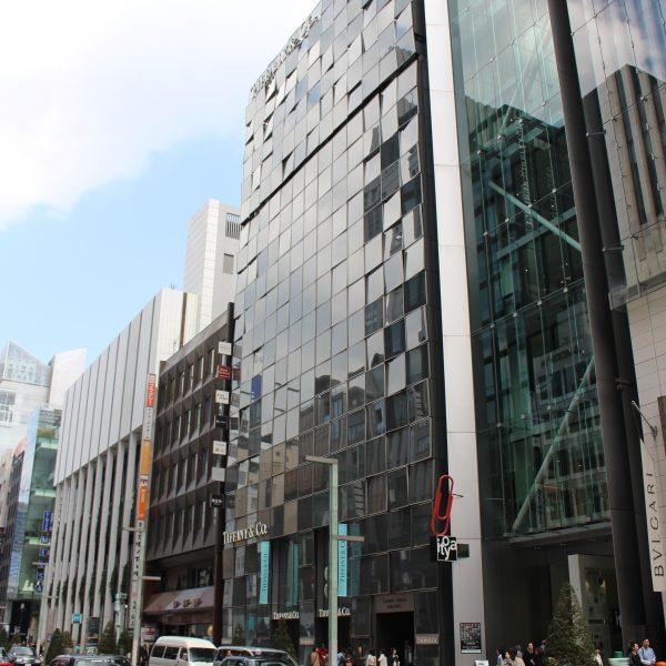 銀座のティファニーの路面店の写真