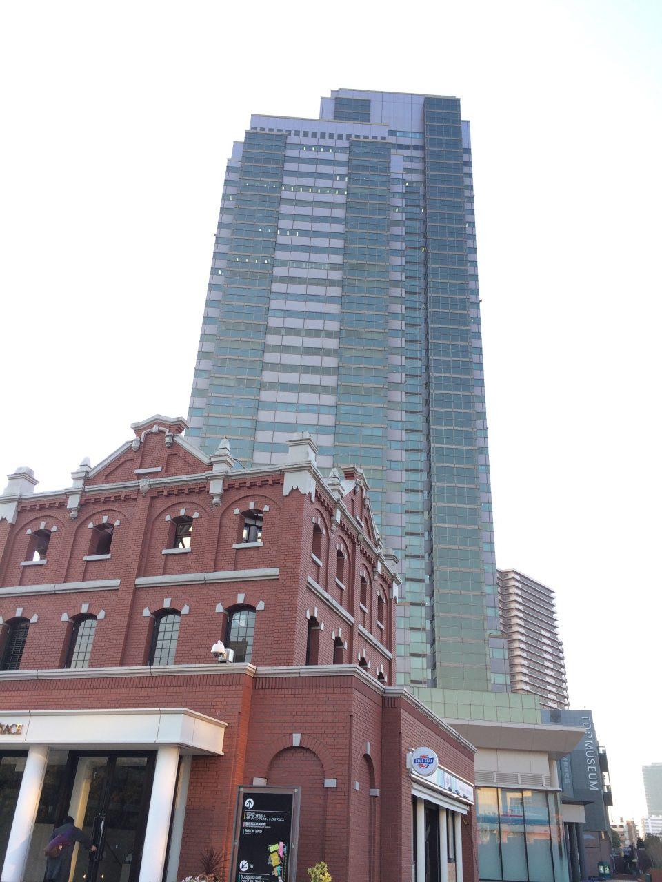 恵比寿ガーデンプレイスタワーとエントランスパビリオンの写真