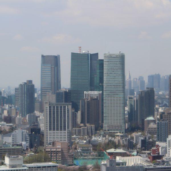 展望台から見た六本木の高層ビル群の写真