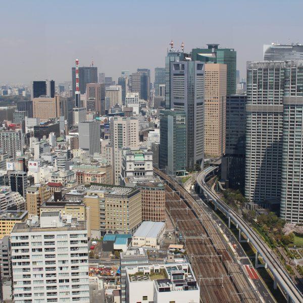 展望台から見た汐留・新橋の街並みの写真