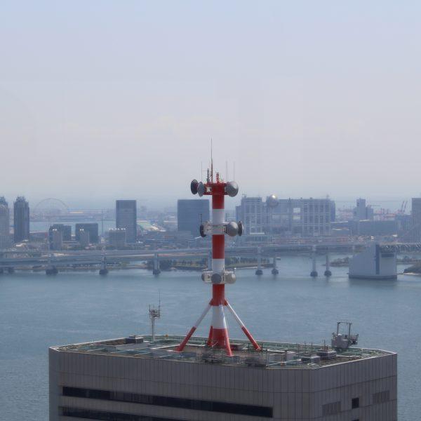 展望台から見たお台場の高層ビル街の写真