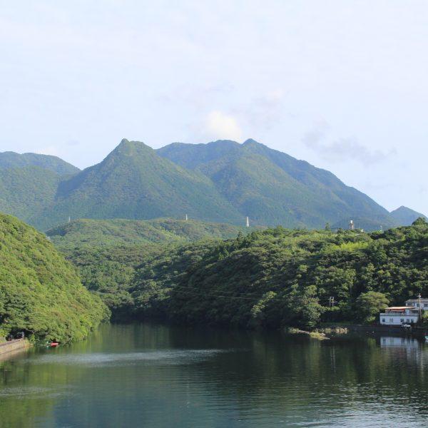 屋久島の山と川の写真