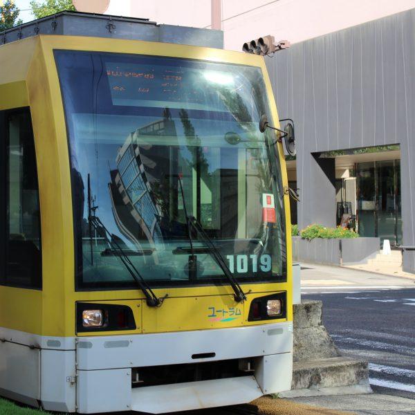 天文館通電停に停まる鹿児島市電の車両4の写真