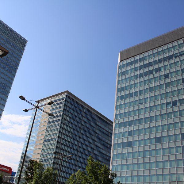 秋葉原駅前の高層ビル2の写真